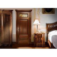 Двери из массива сосны. Особенности и преимущества.