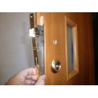 Инструмент, необходимый для выполнения действий по врезке замка в межкомнатные двери