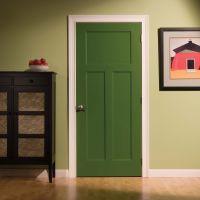 Крашенные межкомнатные двери: преимущества и недостатки изделий