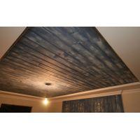 Нестандартный подход к ремонту квартиры: ламинат на потолке