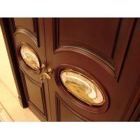 Двери из красного дерева: основные преимущества